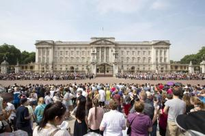 attesa davanti a Buckingham Palace
